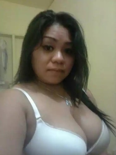 Malaysian Babe Showoffs Her Chubby Jugs…
